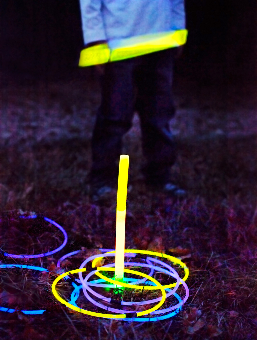 DIY-Glowing-Ring-Toss